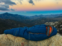Effortless entry and innovative temperature control. The nozipp sleeping bag.