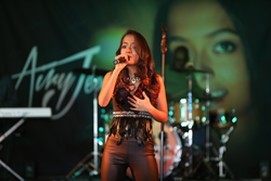 Airy Jeanine performing live