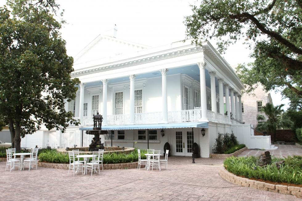 news new orleans magnolia mansion of romance ghosts is for sale. Black Bedroom Furniture Sets. Home Design Ideas