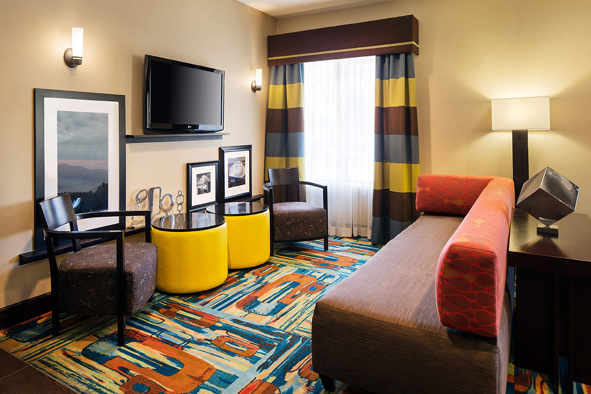 hampton inn by hilton boulder louisville welcomes fans of. Black Bedroom Furniture Sets. Home Design Ideas