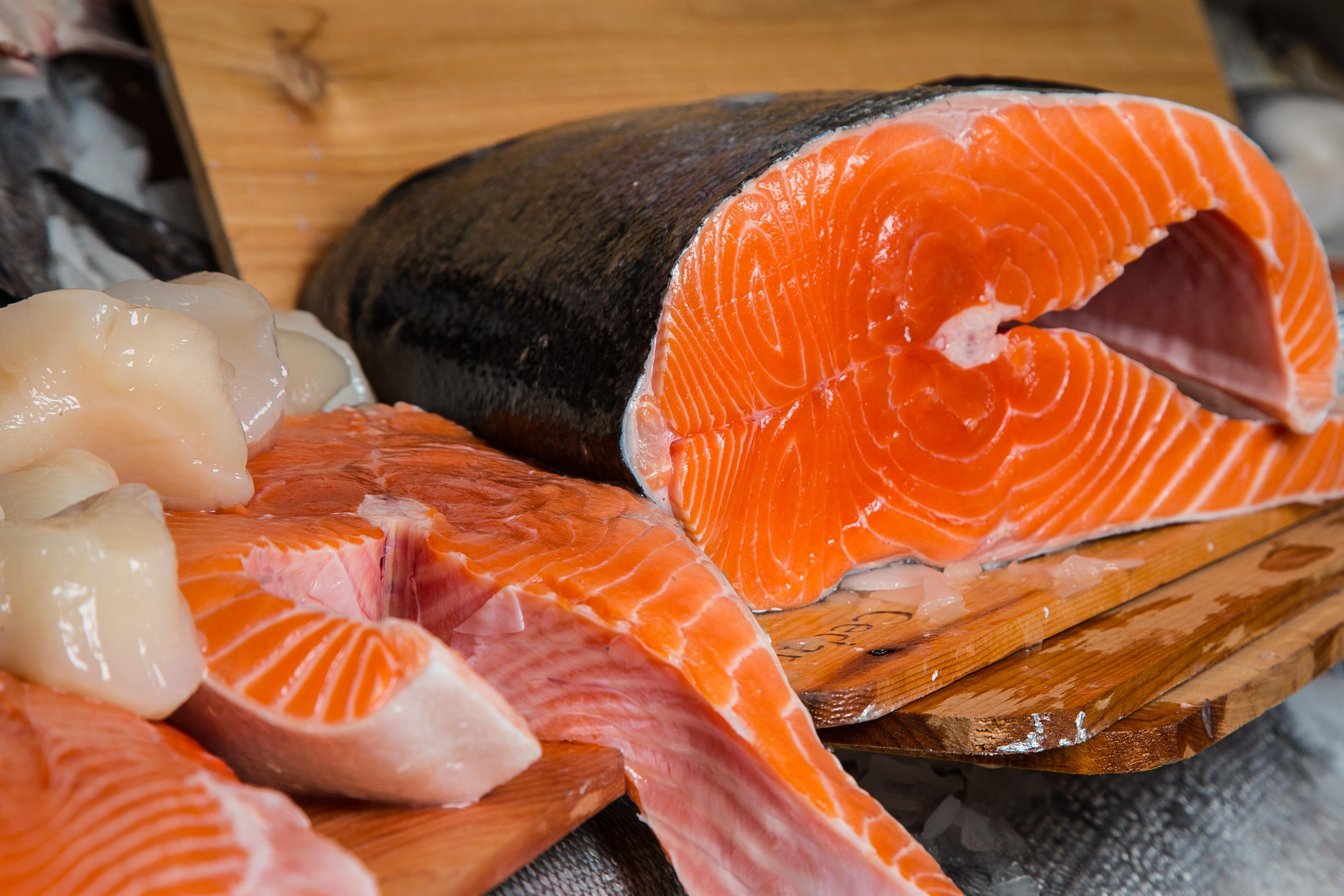 Famous wild alaskan copper river king and sockeye salmon for King fish market