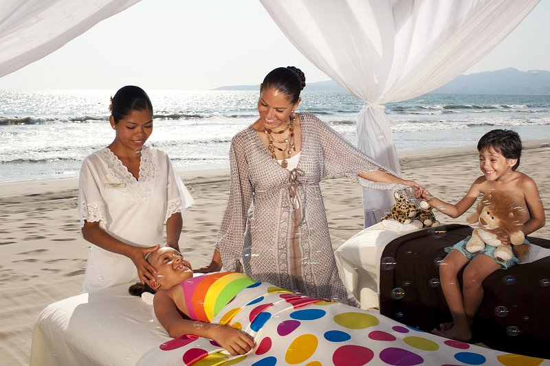 puerto vallarta single parents Puerto vallarta has long been a holiday staples for americans heading south  single parents are paying over £500 more than two adults on the same holiday,.