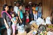 Families receive food aid in the Guanchi community.