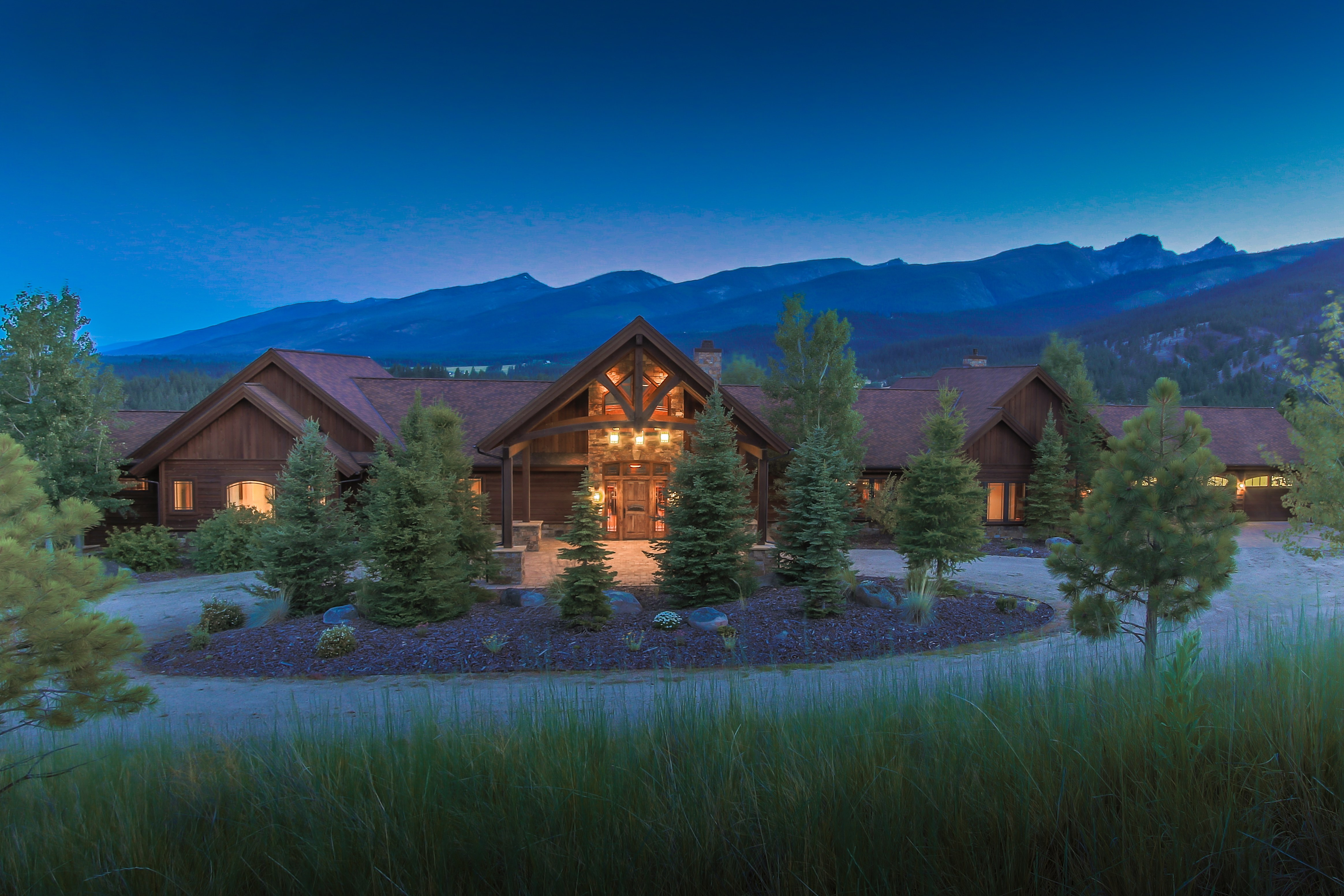 Bitterroot valley luxury estate offers mountain views for Mountain luxury