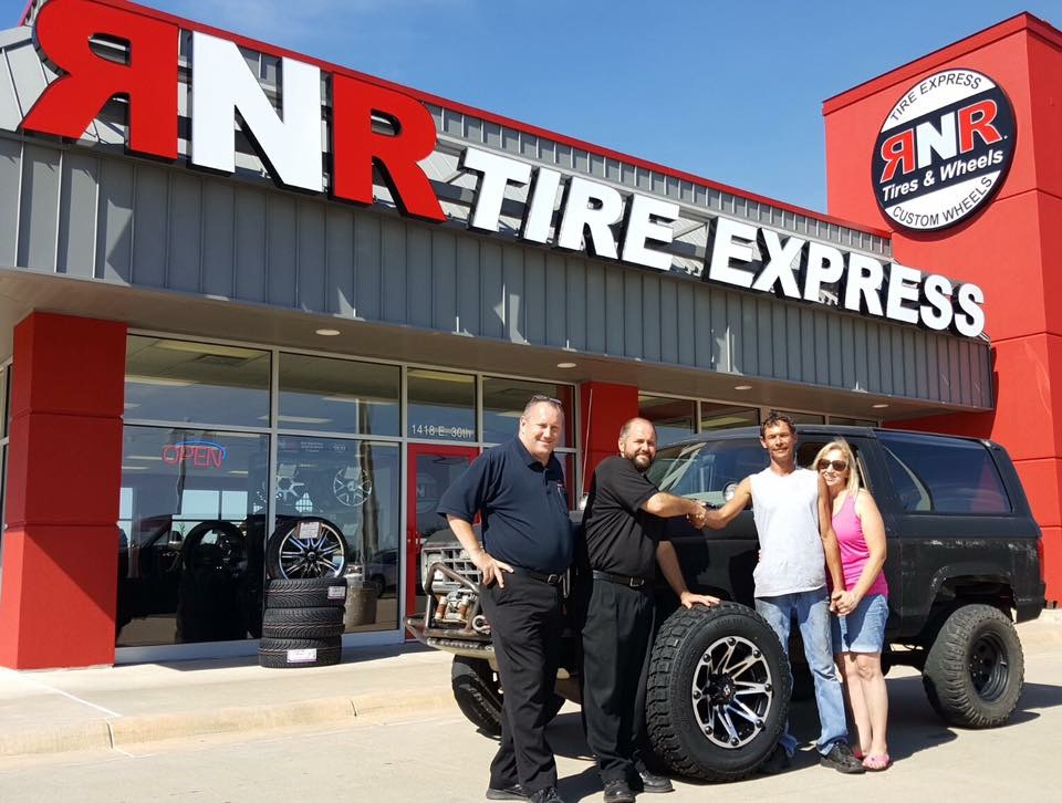 Rnr Tire Express Franchise Opens In Hutchinson Kansas