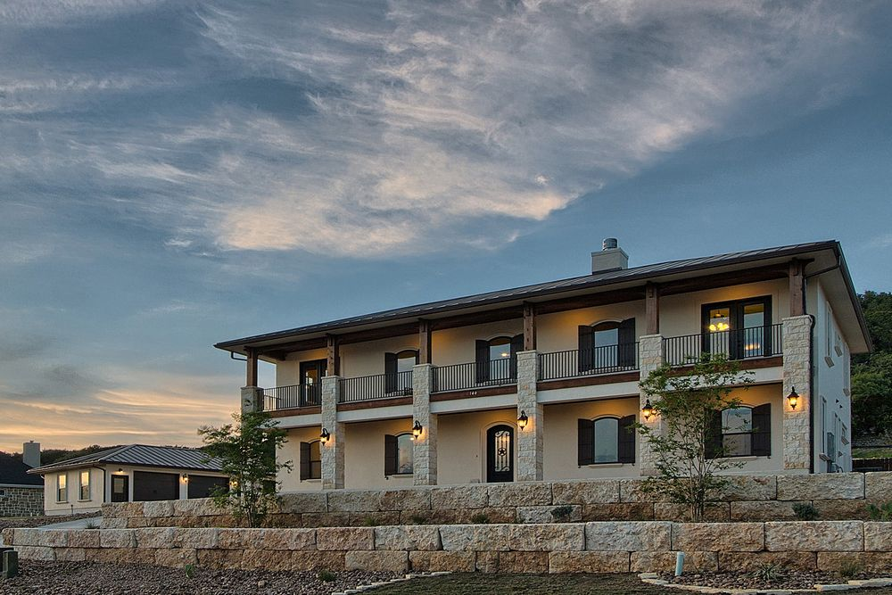 Beautiful texas vacation and dream homes in hill country for Hill country home builders