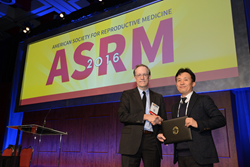 (on left) Dr. Owen K. Davis, President of ASRM, Dr. Youngsok Choi, CHA University, 1st Place Poster Presentation Award Recipient