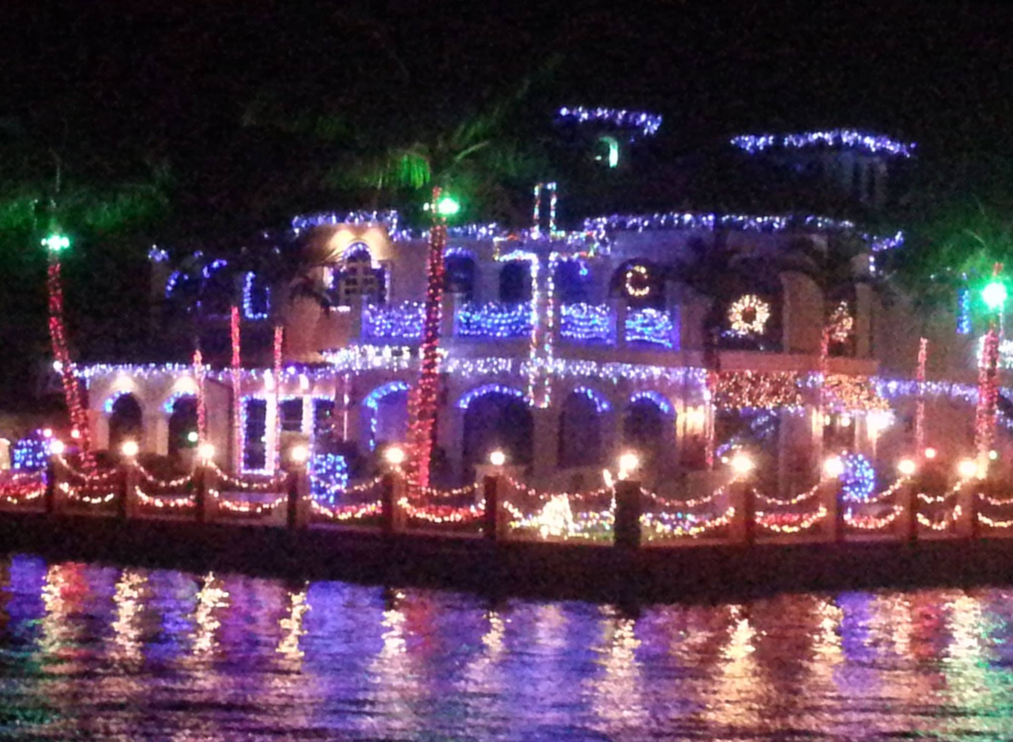 Water Taxi's Iconic Holiday Lights Tour Returns for 2016 Holiday Season