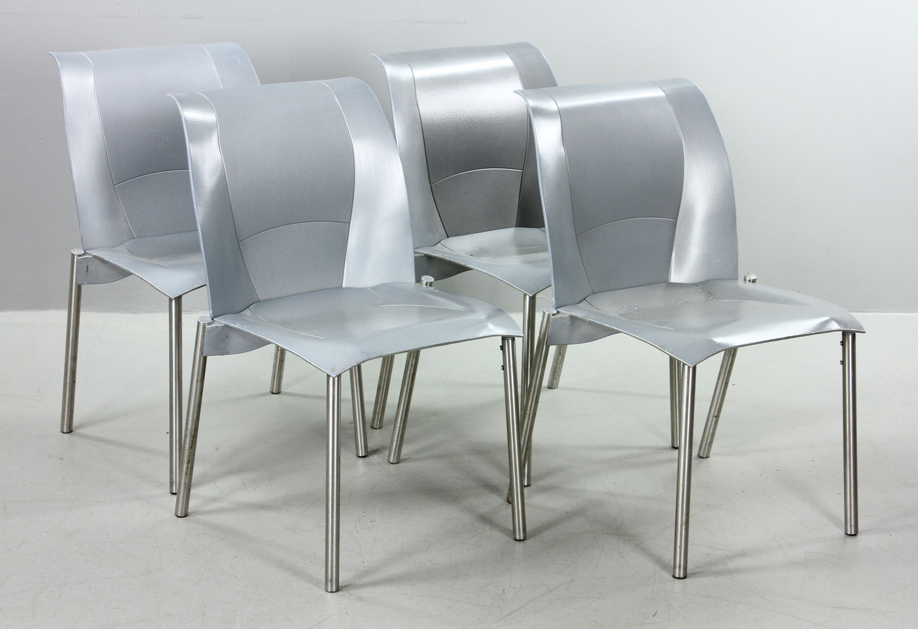Exceptional Frank Gehry Fog Chairs ...