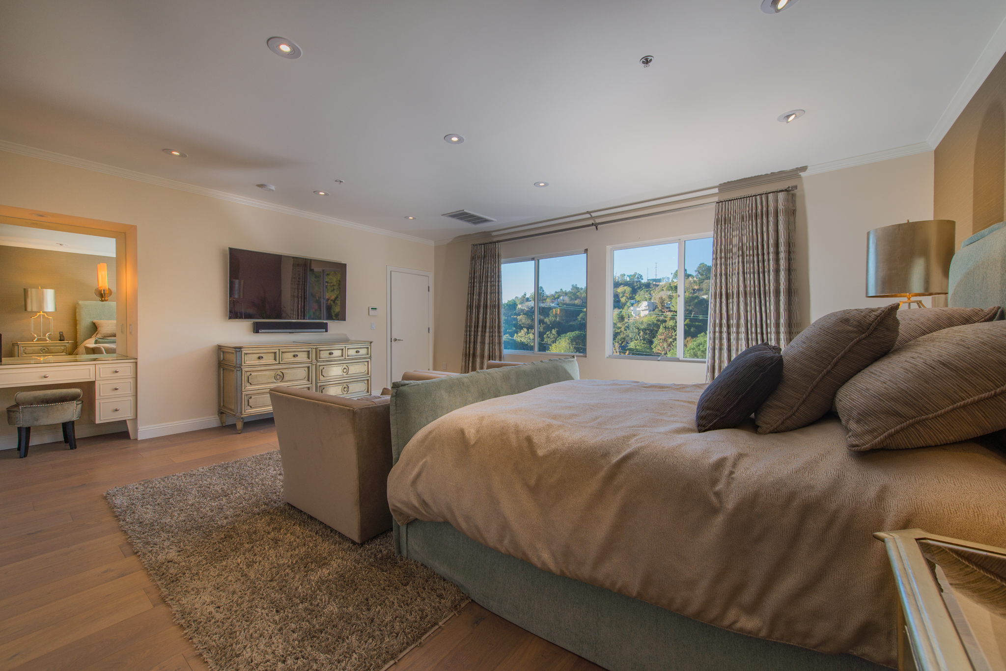 San Diego Chargers Antonio Gates Lists Contemporary Hollywood Hills Home For 2 500 000