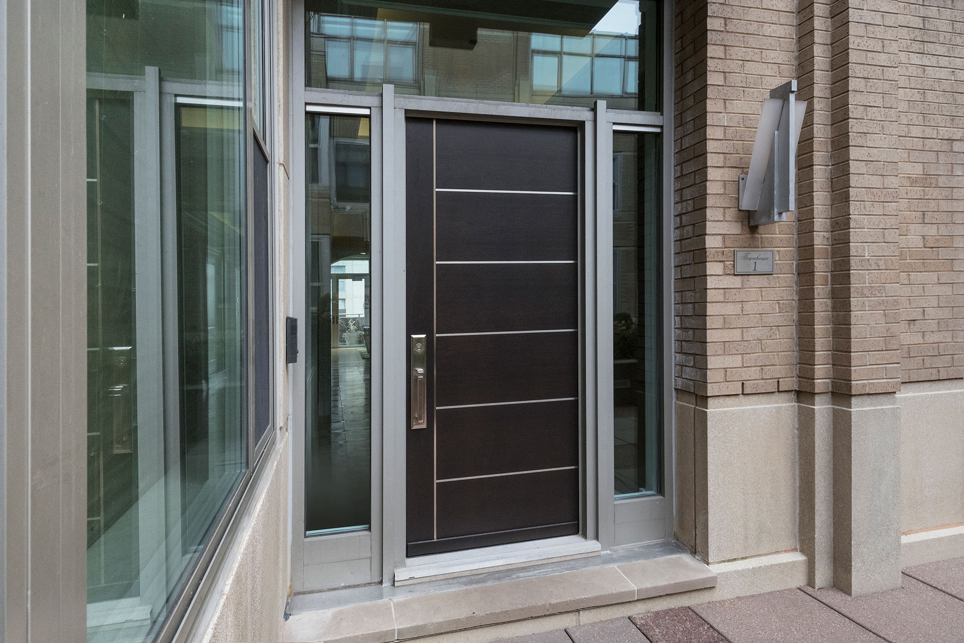 Front Doors Of Exclusive Chicago Townhouses Rescued By Glenview Haus 39 New European Construction