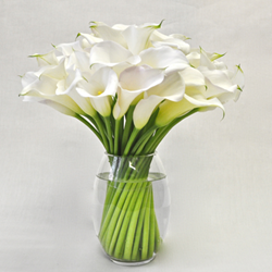 Best flowers NYC. Modern calla lilies in a distinctive twist design. Hand arranged luxury flowers delivered in Manhattan. Top-rated business floral arrangement in New York City.