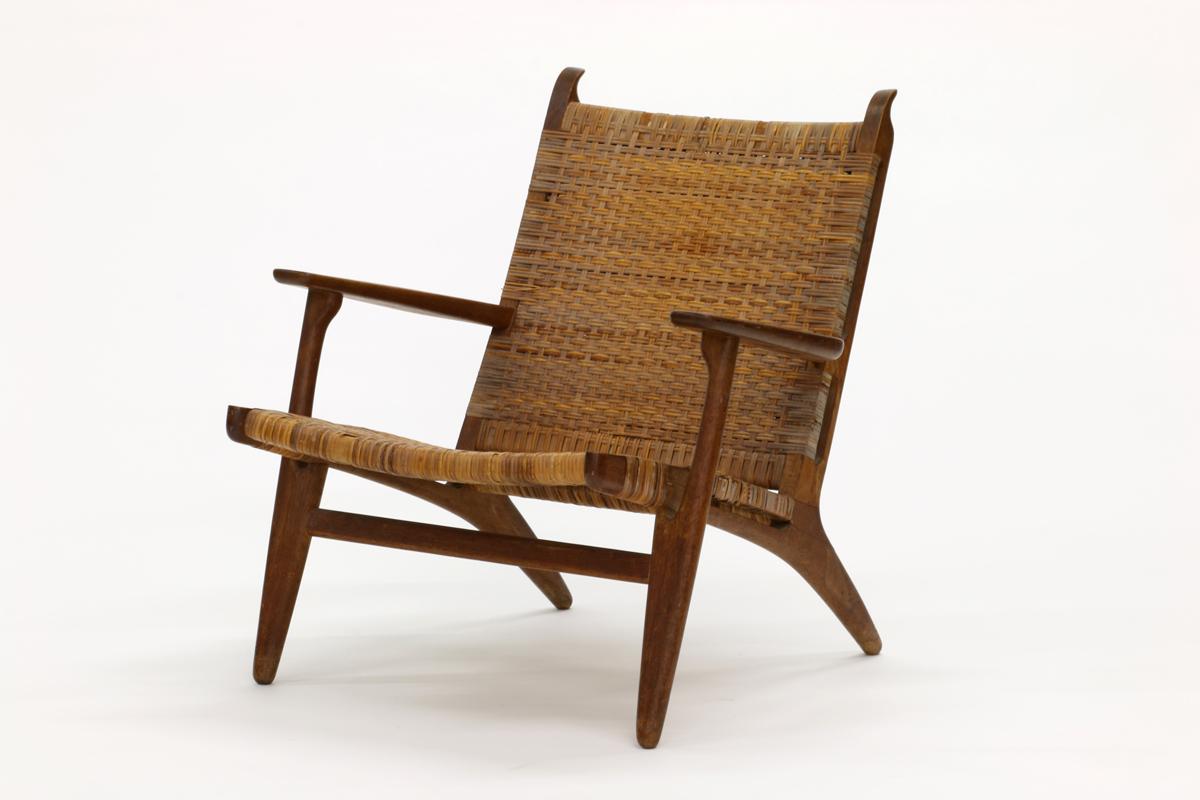 Hans Wegner CH25 Lounge Chair. (Est. $800/$1000 As Is)