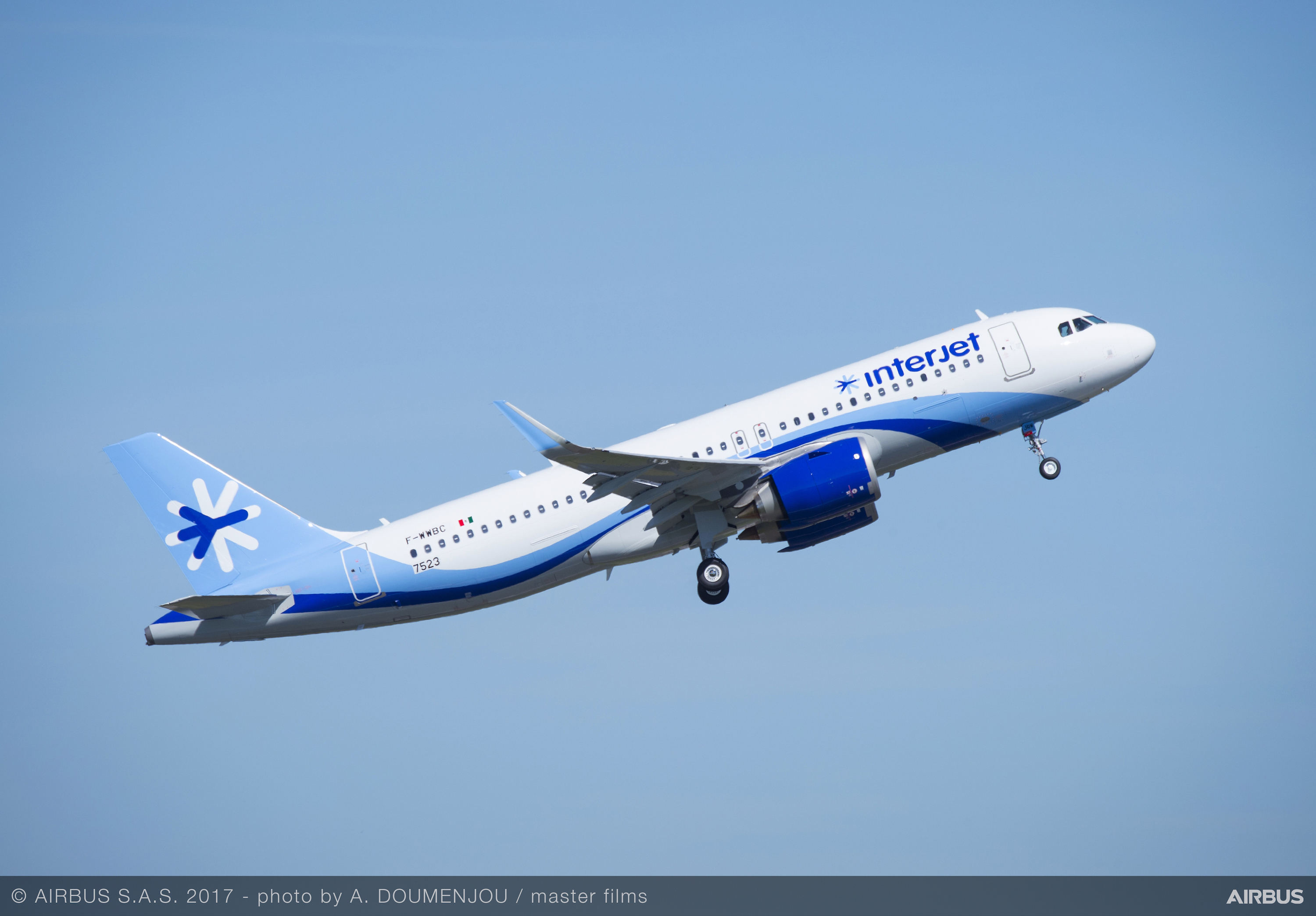 interjet takes delivery of first airbus a320neo