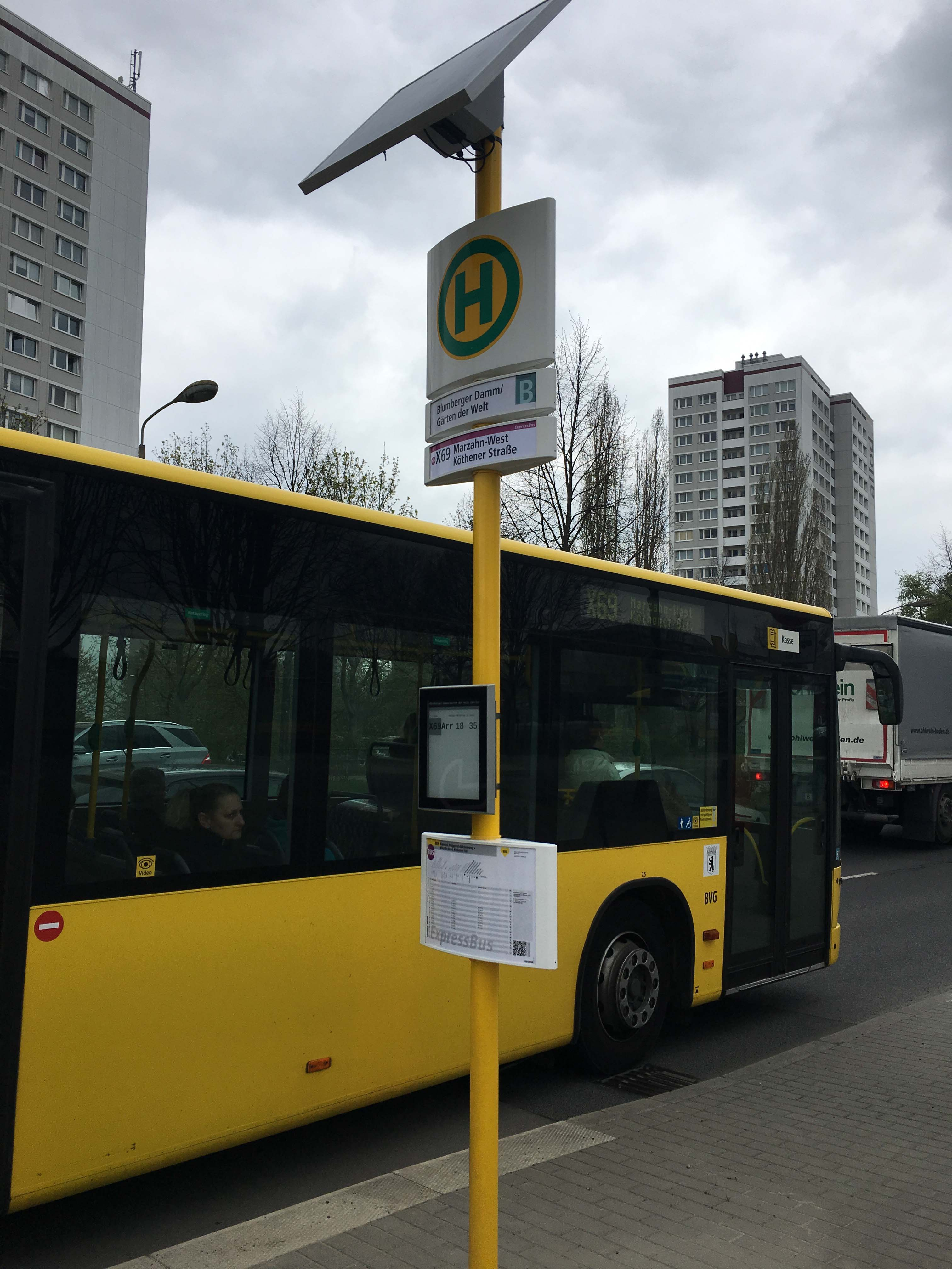 bvg keeps passengers moving with papercast e paper digital bus stops. Black Bedroom Furniture Sets. Home Design Ideas