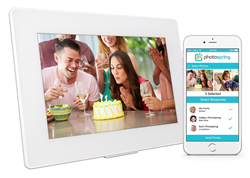 PhotoSpring digital photo frame can automatically display photos sent from Smartphones