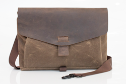 The Outback Solo 2.0—minimalist tablet and laptop bag