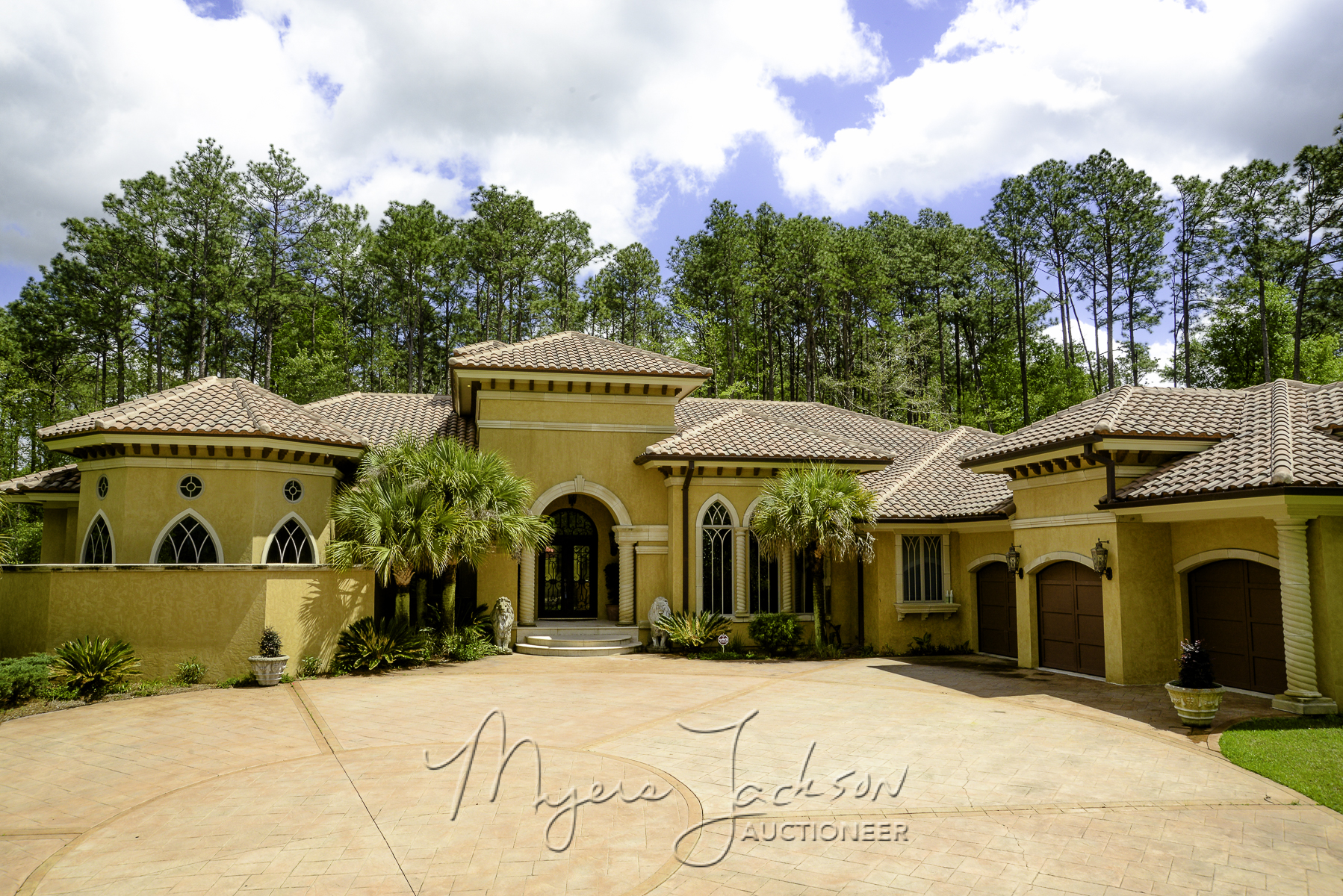 Texas flip and move star myers jackson talks luxury home for Home builders hattiesburg ms