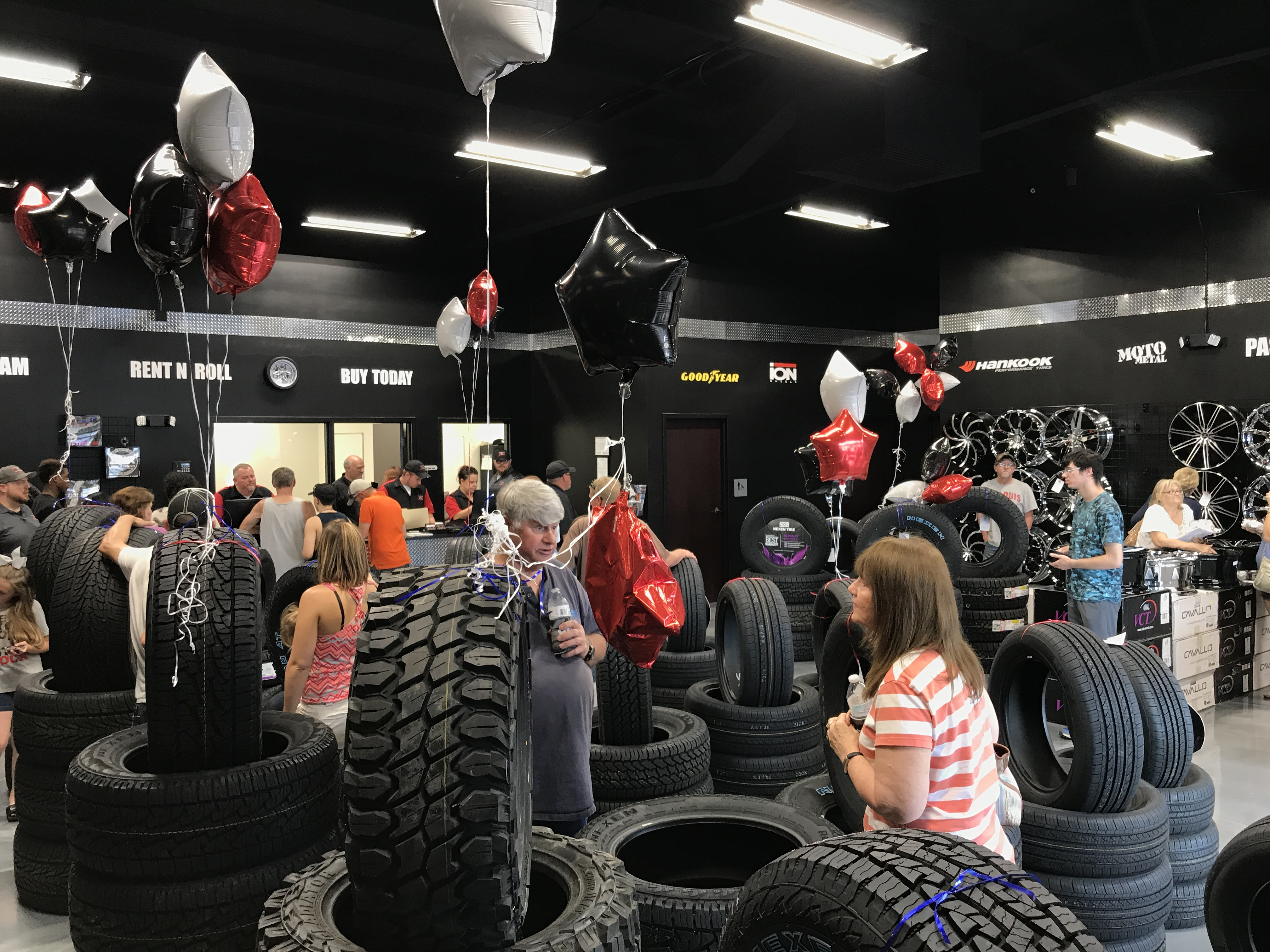 rnr tire express and custom wheels franchisee expands into missouri. Black Bedroom Furniture Sets. Home Design Ideas