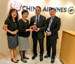 Meiyin Lin, Shirley C.H. Yang, and Richard Mei of China Airlines present Sanjay Hathiramani of Fareportal with the 10 Million Dollar Sales Award.