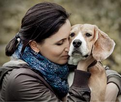 Woman hugging Beagle dog