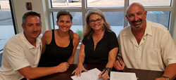 Picture of Jeff and Rita Paxton signing a franchise agreement with Ziggi's founders Brandon and Camrin Knudsen