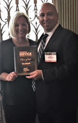 Sarah and Ryan Markham accept 2017 Customer Service Award for QualityIP
