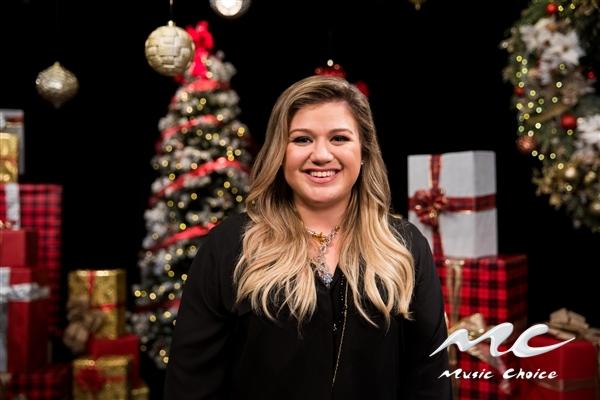 Kelly Clarkson Christmas Eve.Spend The Holidays With Kelly Clarkson Jordan Fisher Nick Jonas
