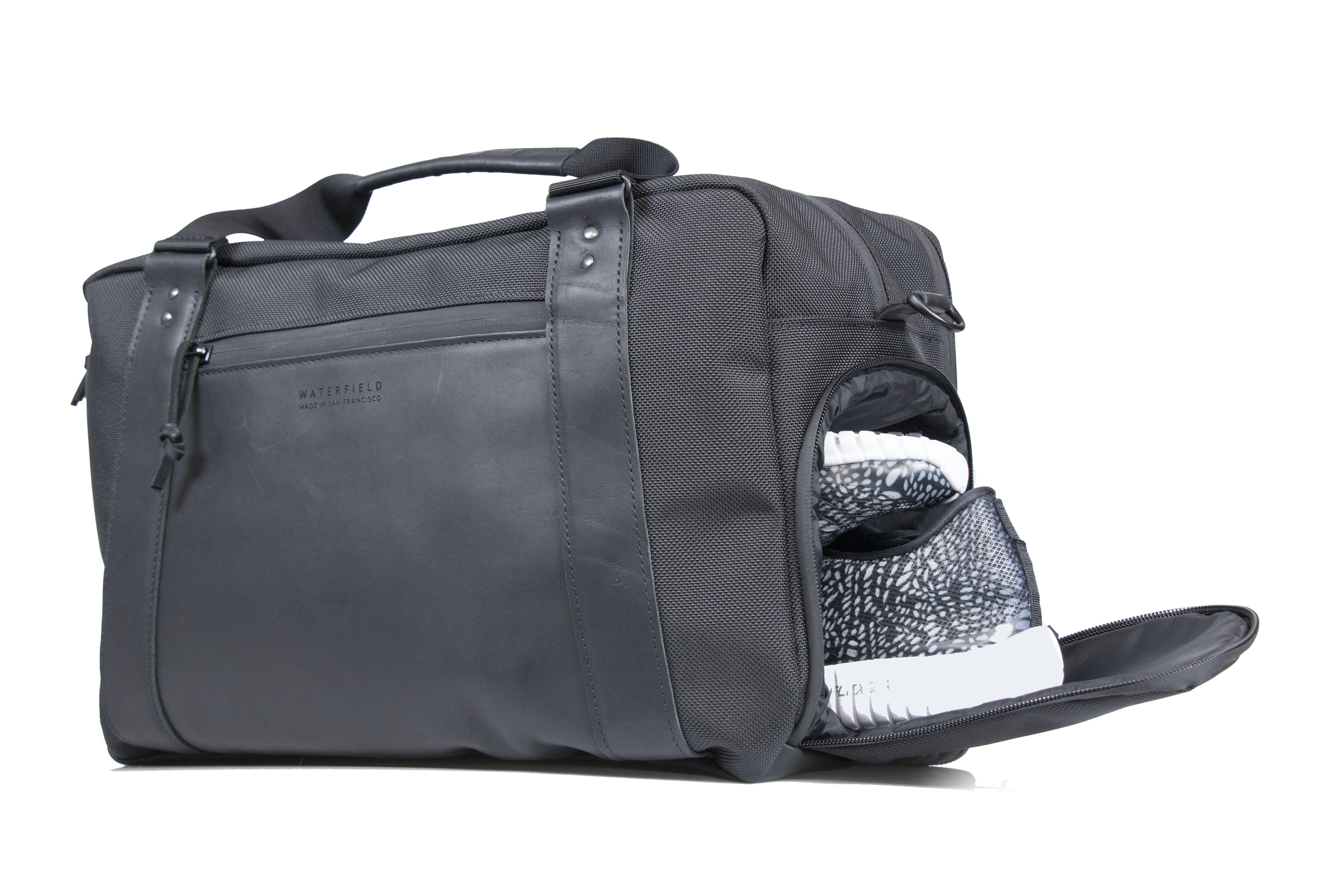 e5eedc4ef1 ... charge laptop while protected inside padded sleeve Atlas Executive  Athletic Holdall — shoe compartment Atlas Executive Athletic Holdall— shoe  ...