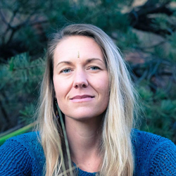 Testimonial Headshot of Amber Brovelli, Yoga Teacher and artist