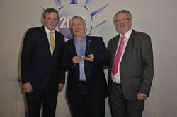 Dave Pearson accepts Alan Moor Award at The ACR News Awards 2018
