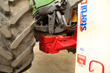 The agricultural multipurpose adapter is suitable for lifting tractors with two or three mobile columns