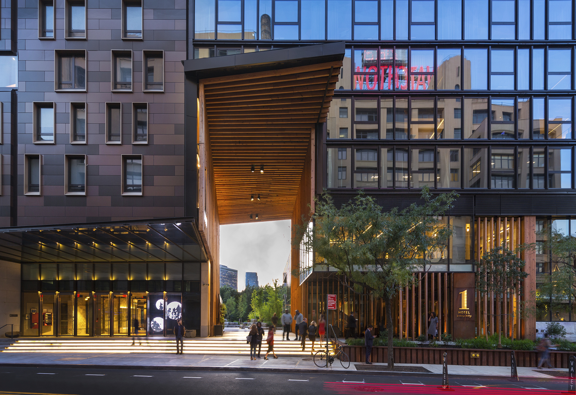 Top New York Luxury Hotel, 1 Hotel Brooklyn Bridge, Maximizes ...