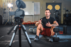 Personal Trainer instructs online