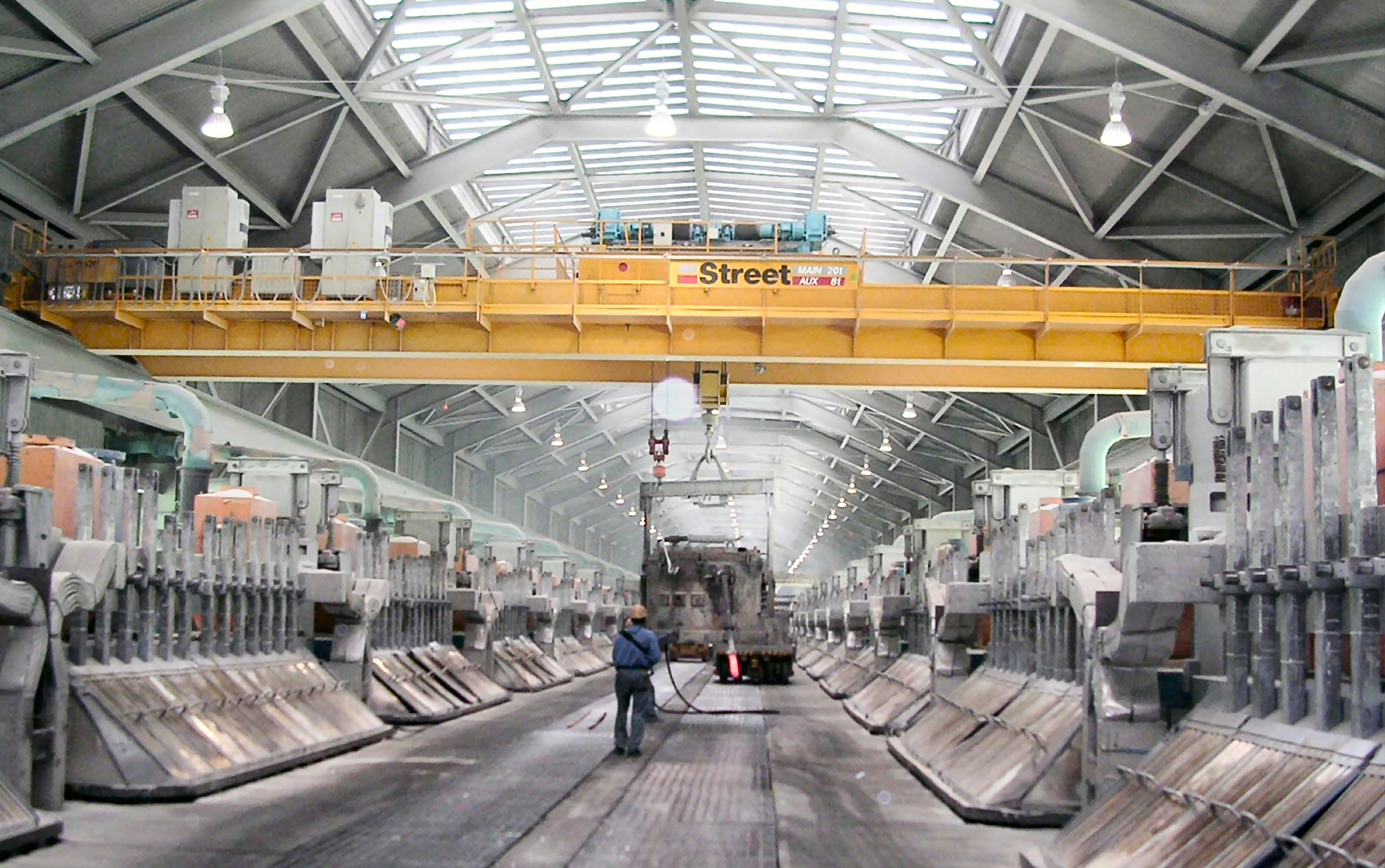 New UK Crane for World-Class Aluminium Plant