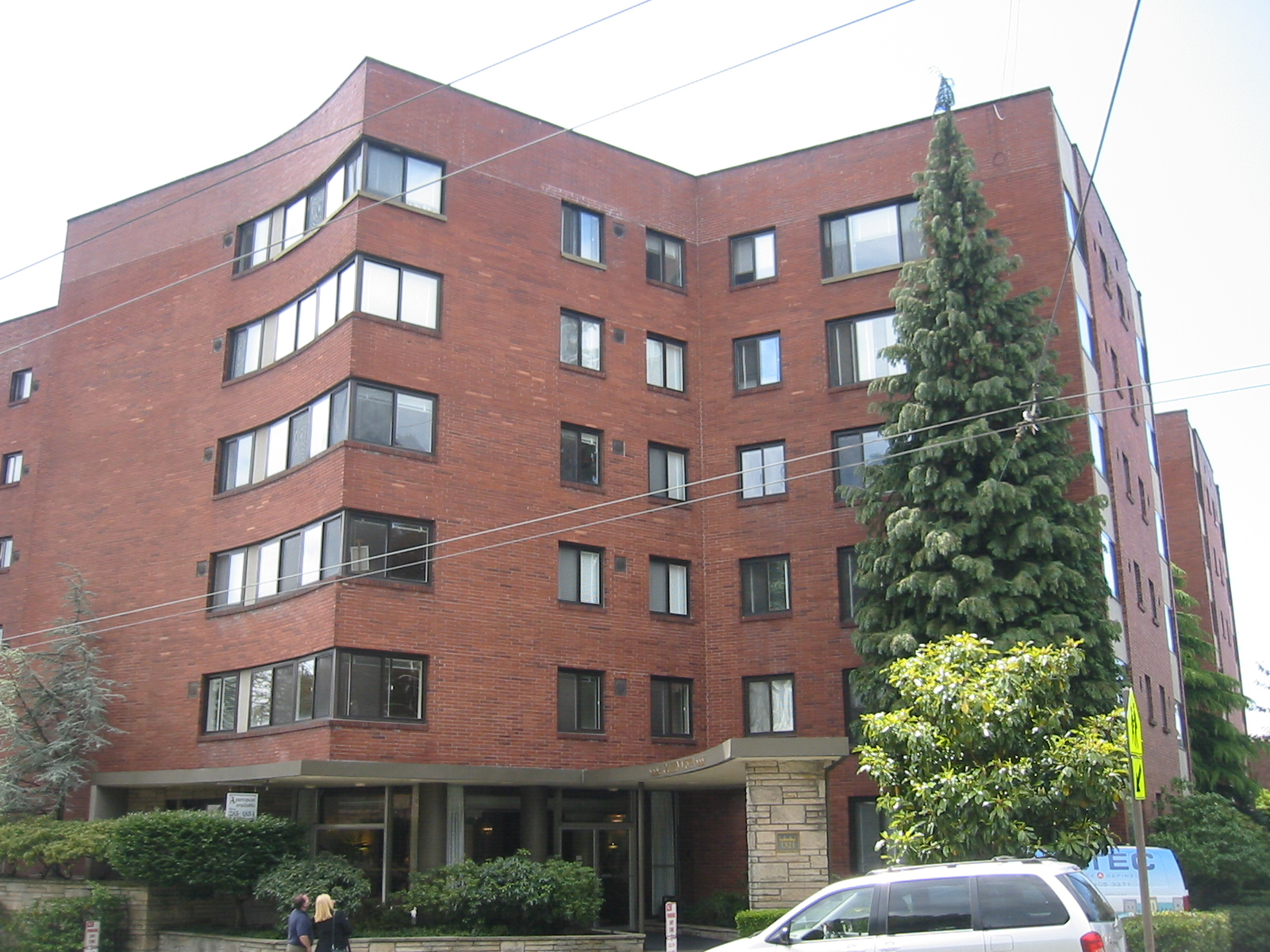 Queen Vista is one of three Seattle apartment buildings purchased by Granite Peak Partners.photo of building & Granite Peak Partners Acquires Three Seattle Apartment Buildings for ...