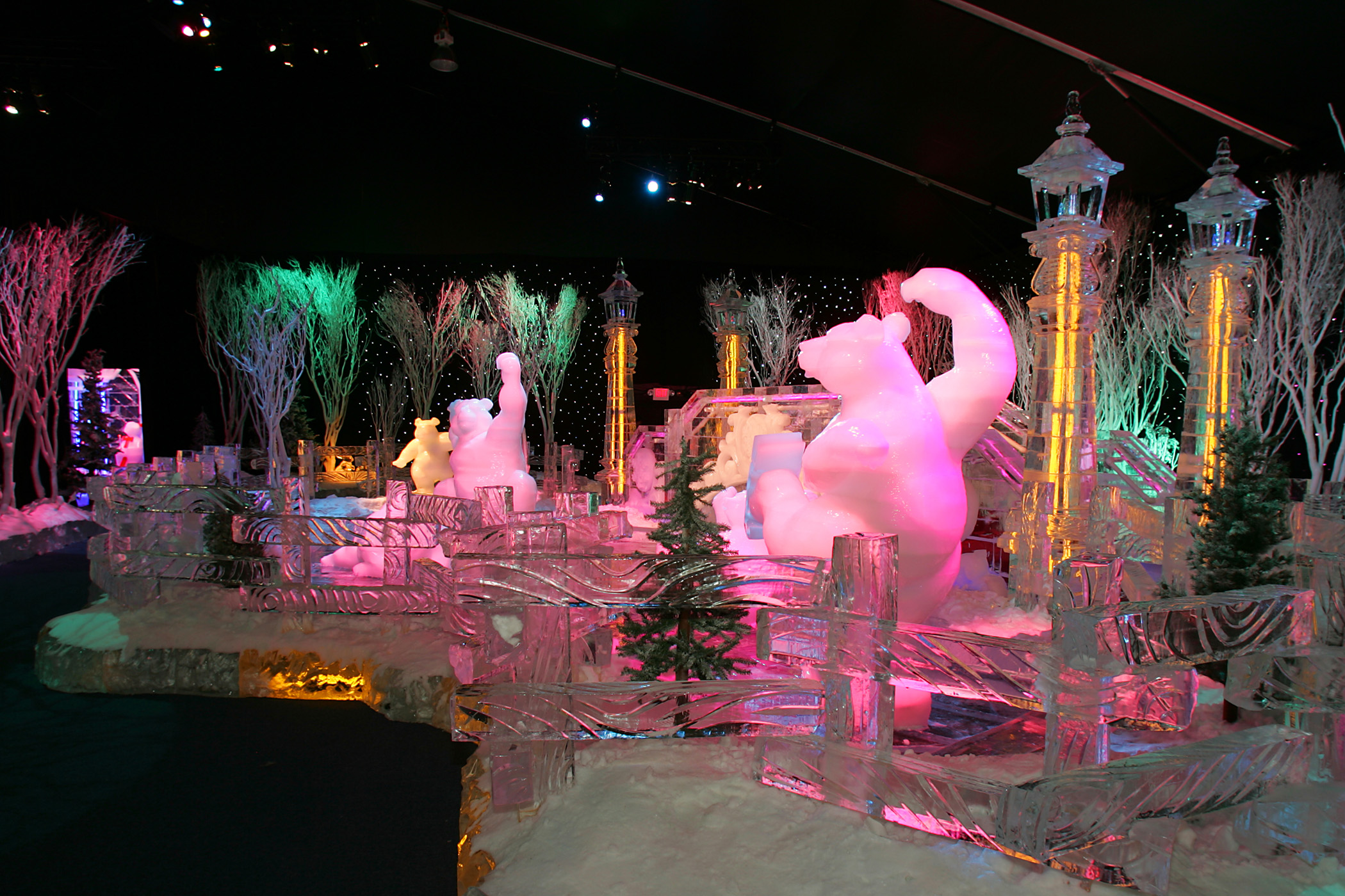 Gaylord Texan Resort Carves A Magical Winter Wonderland In Ice