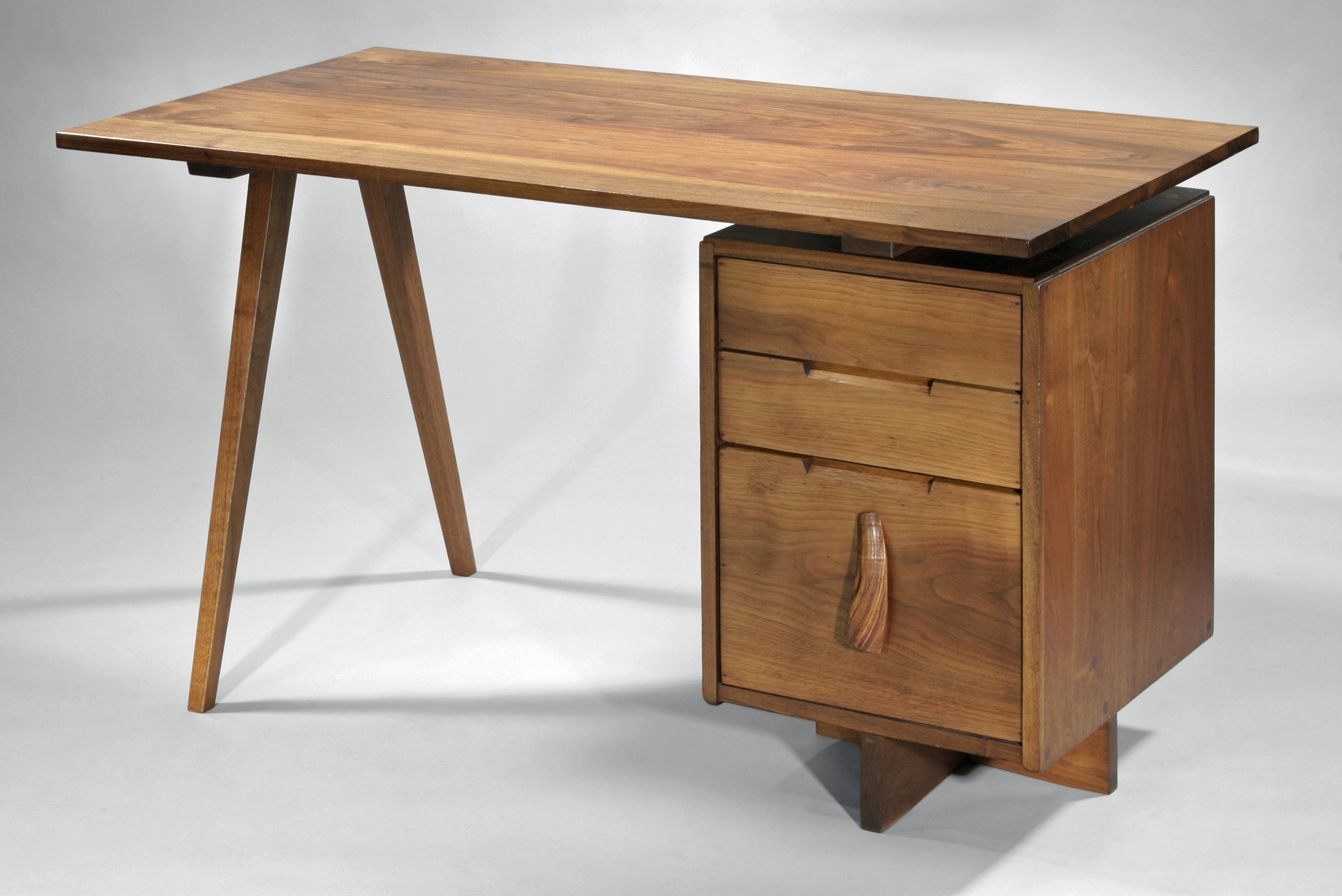 Historic Early Nakashima Furniture Exhibit At Philadelphia