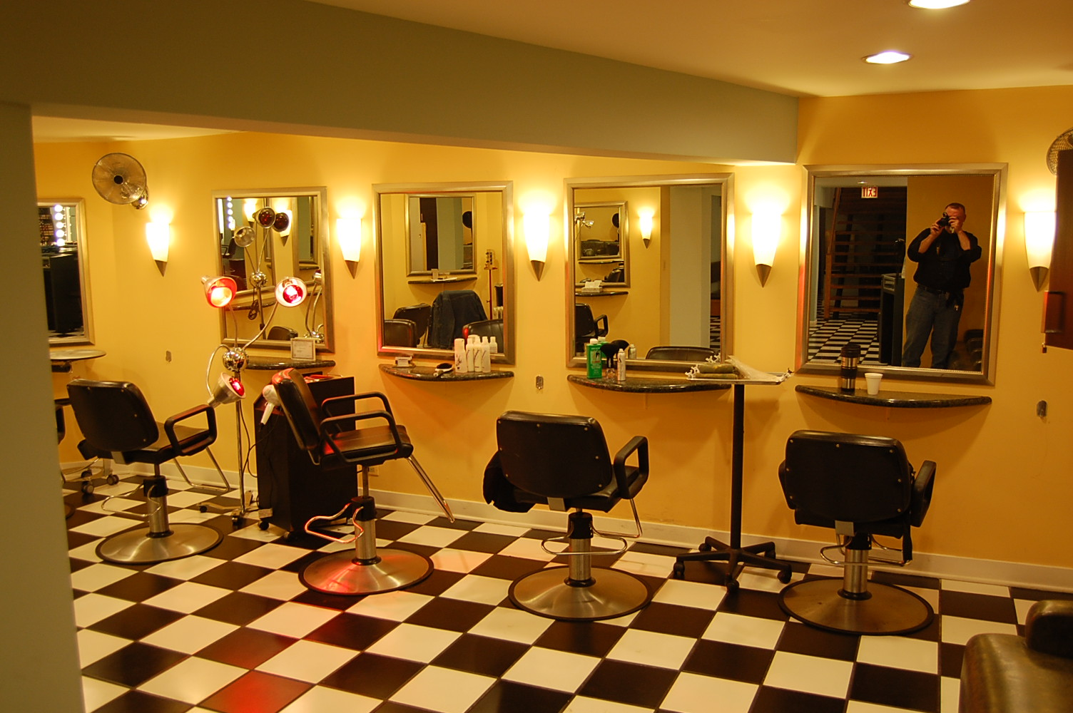 World Famous Hairdresser and Haircolorist Patrick Anderson has moved to Parto Naderi Salon.