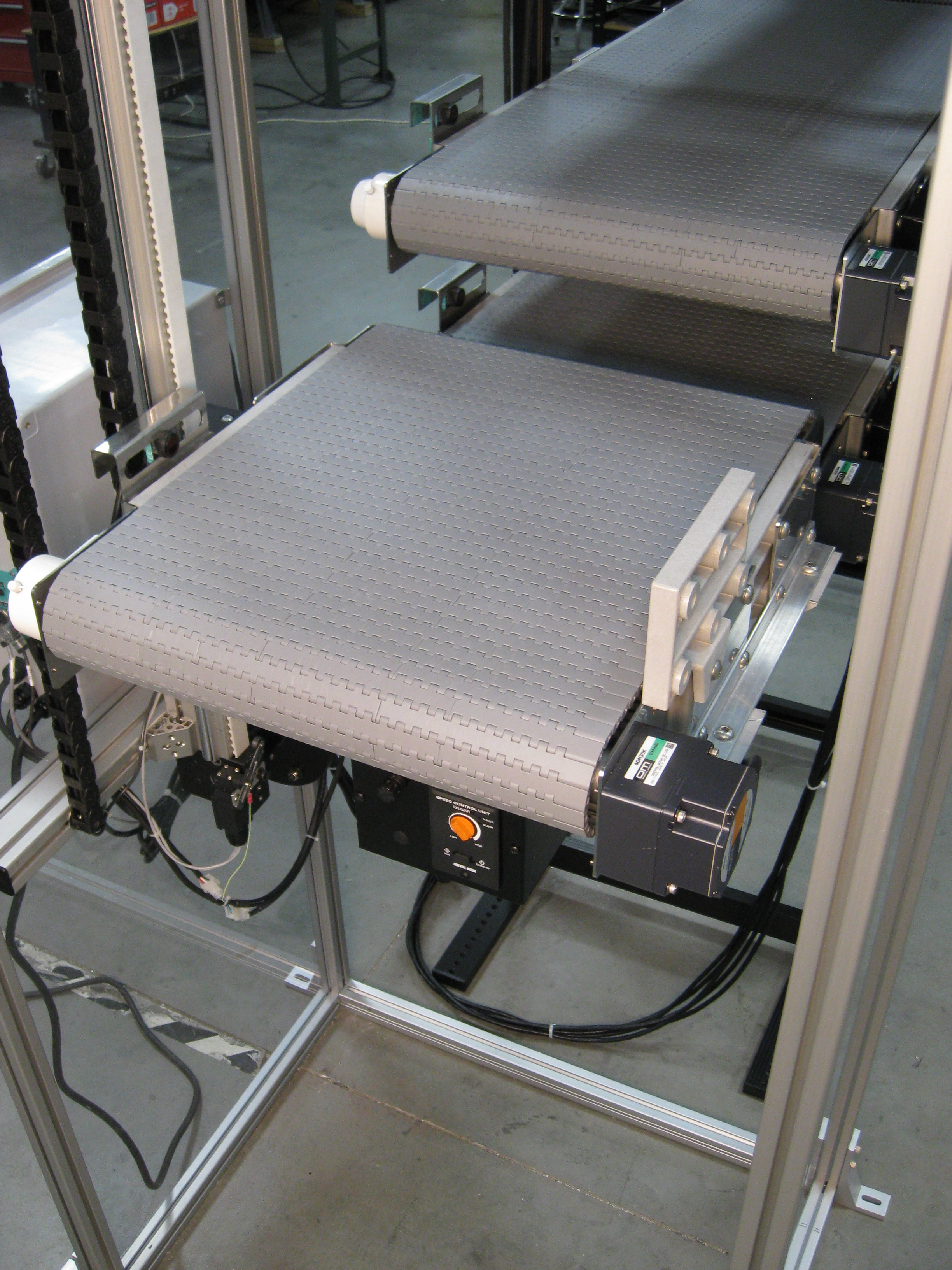 vertical lift conveyor offered by dynamic conveyor