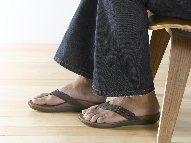 7ee453fd3 Orthaheel s Ryder flip flops offer men a versatile dress casual sandal with  comfort and performance built in.
