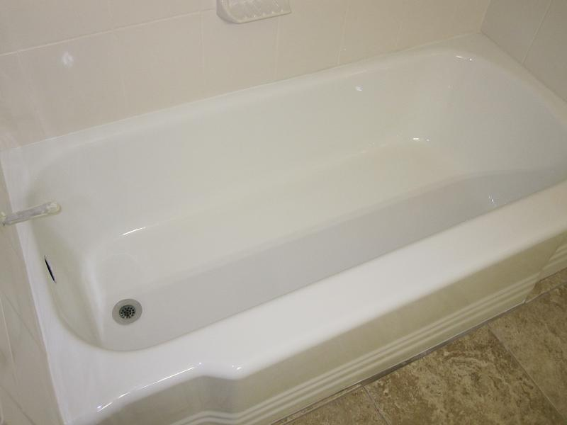 Cast Iron Bathtub   Renewed To Gloss Porcelain WhiteAfter 2.5 Hours, The Porcelain  Bathtub Stains Are Removed, And The Surface Color Is Changed To A High ...