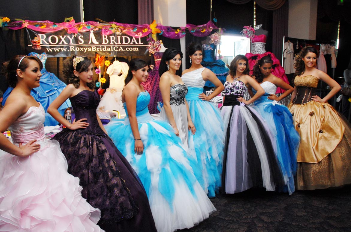 b8a8ab355b Roxana Porres poses with her models and designs at the Quinceañera  ExpoRoxana Porres poses with her models and designs at the Quinceañera Expo  ...
