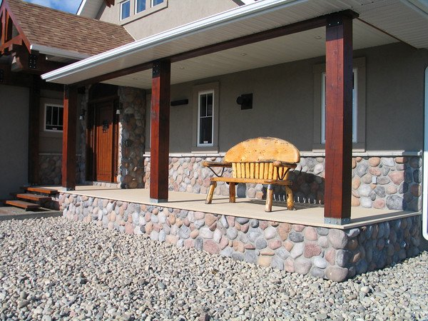 Regency River Rock Veneer Paneling Adds Rustic Eal To This Home S Front Porch Design