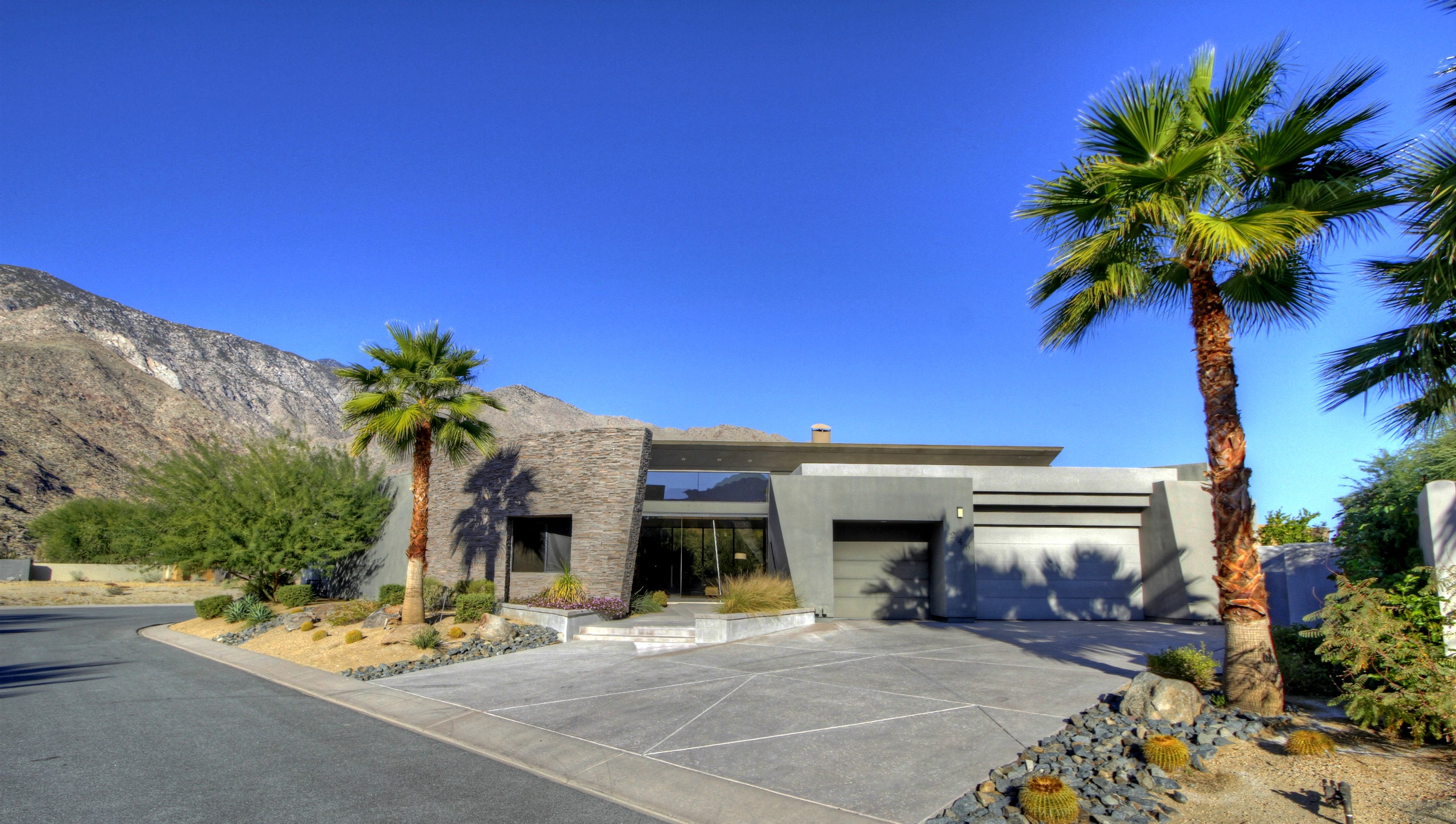 Red Hot Palm Springs Real Estate Snapped Up By Canadian