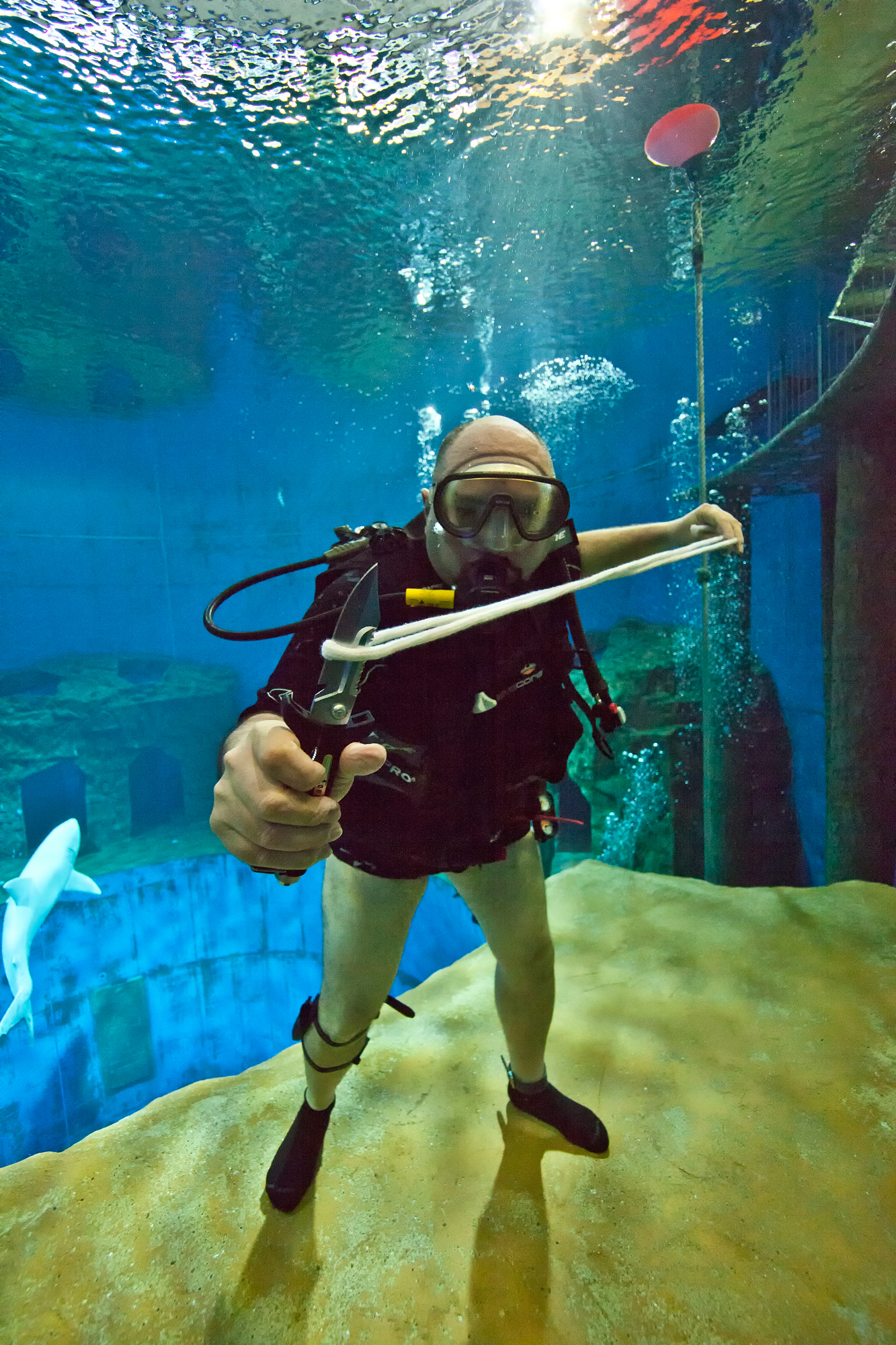 The World S First Underwater Magic Show Gives Audiences A Unique And Wet Experience