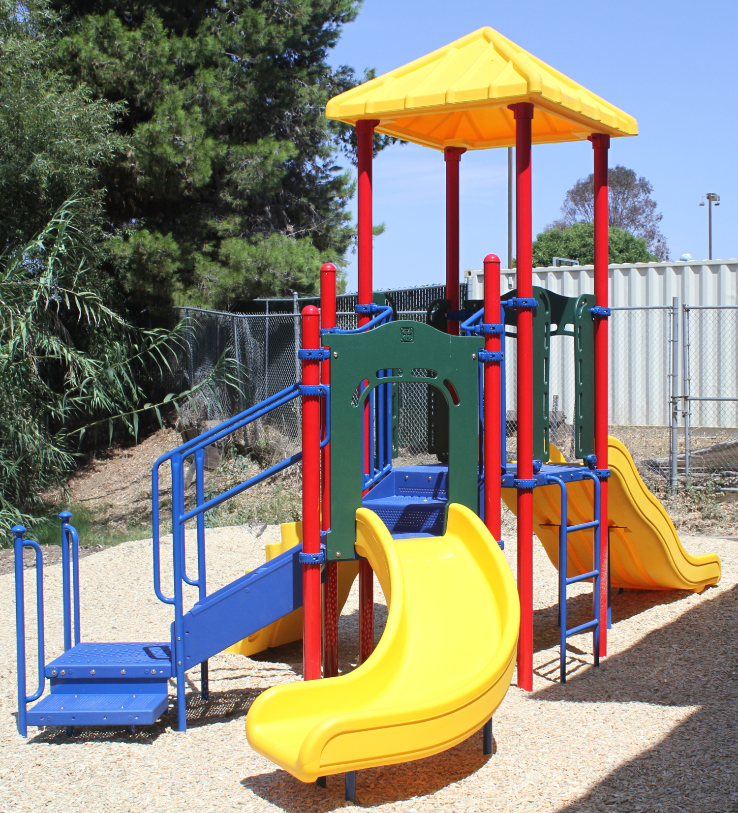 Park Pacific Apartments: Los Angeles Playground Equipment Company Completes San