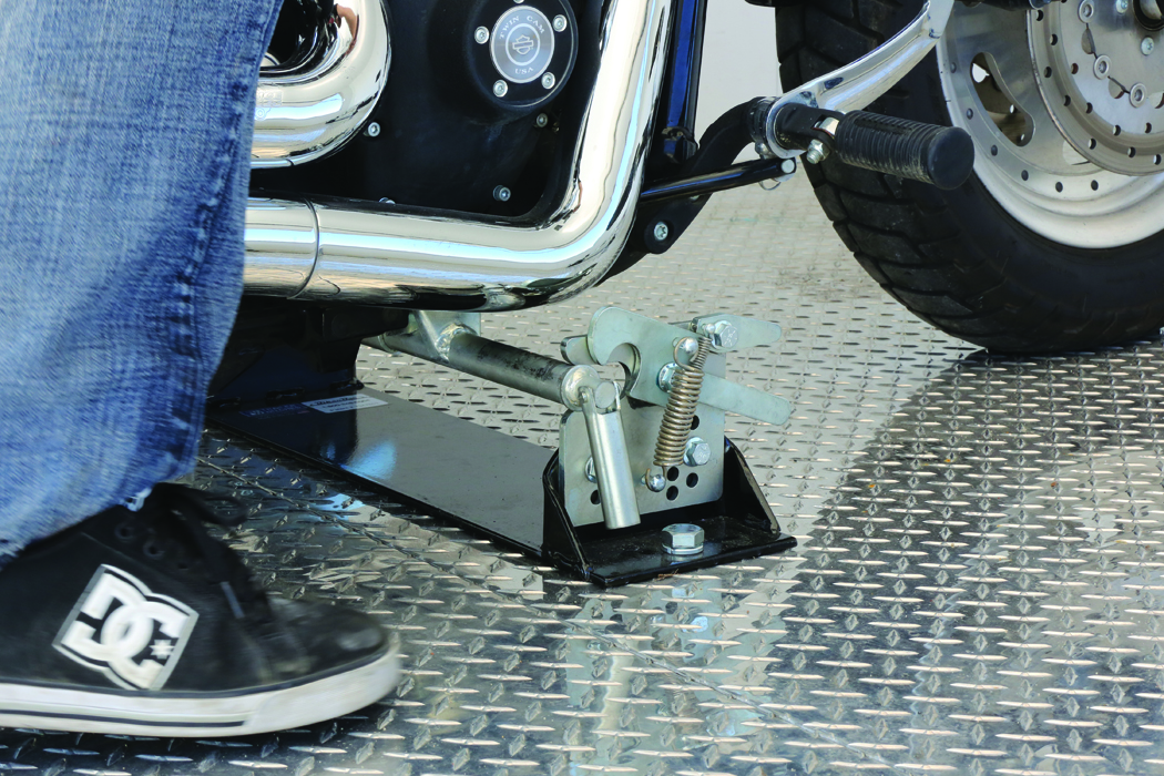 Trailers And Hitches >> Biker Bar Quickly Secures Harley-Davidson Motorcycles to Trailers Without Straps, Chocks or ...