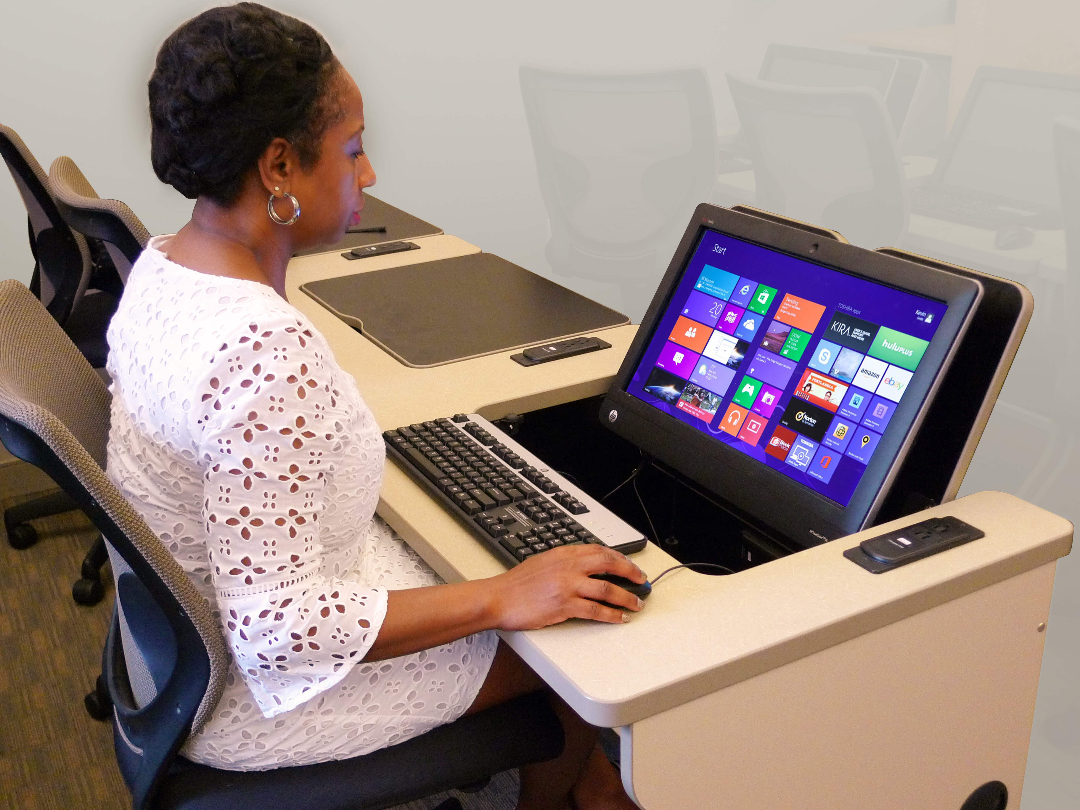 Multi Use Clroom At Peirce College Featuring Ilid Touch Smartdesksilid Smartdesks