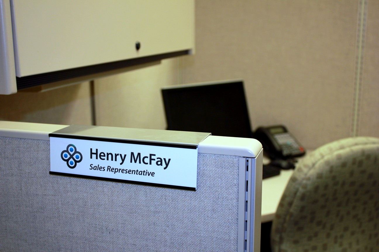 color printed cubicle name tags and signs can even include your company logo